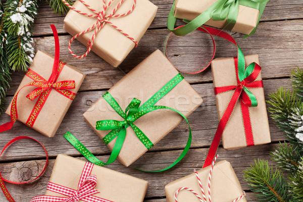 Noel hediye kutuları kar ağaç ahşap masa Stok fotoğraf © karandaev