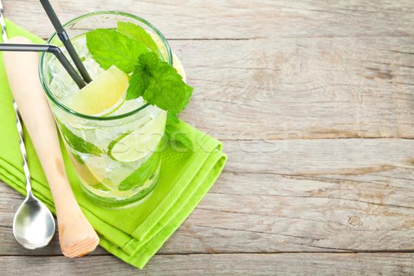 Vers mojito cocktail bar houten tafel Stockfoto © karandaev