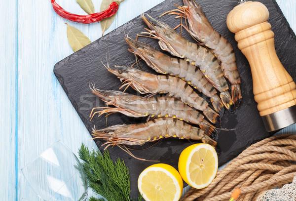 Fraîches brut tigre crevettes épices table en bois Photo stock © karandaev