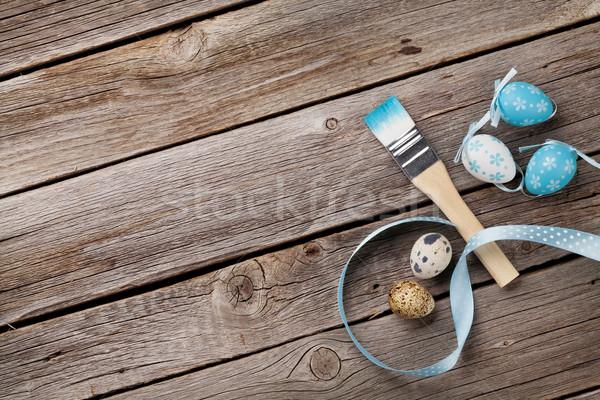 Coloré œufs de Pâques pinceau table en bois haut vue Photo stock © karandaev