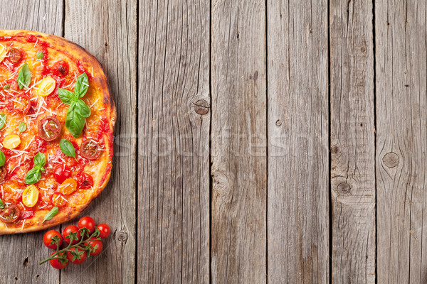 Pizza tomates mozzarella basilic maison haut Photo stock © karandaev