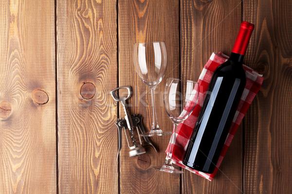 Vörösbor üveg szemüveg dugóhúzó fa asztal felső Stock fotó © karandaev