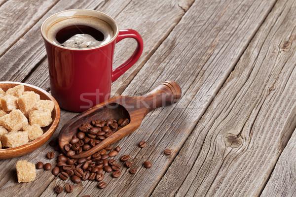 Kahve fincanı fasulye esmer şeker ahşap masa görmek bo Stok fotoğraf © karandaev
