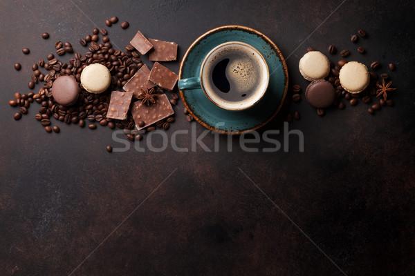 Kahve fincanı çikolata eski mutfak masası fasulye üst Stok fotoğraf © karandaev
