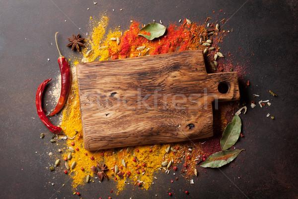 Especias cucharas tabla de cortar piedra mesa Foto stock © karandaev