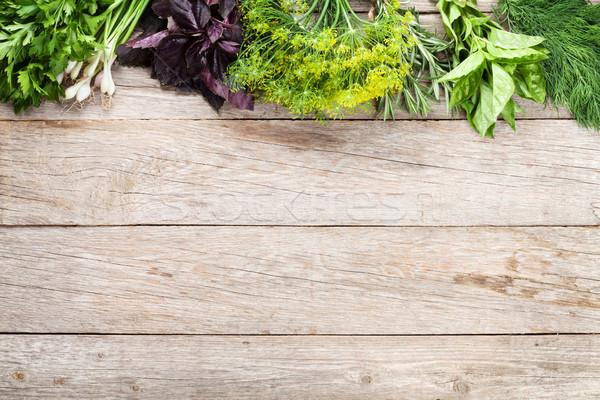 ストックフォト: 新鮮な · 庭園 · ハーブ · 木製のテーブル · 先頭 · 表示