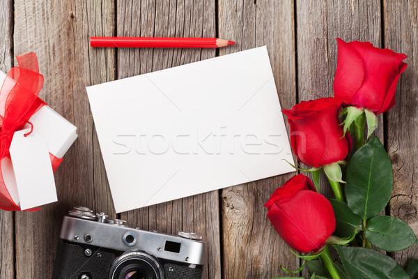 バレンタインデー バラ フォトフレーム カメラ レトロな ギフトボックス ストックフォト © karandaev