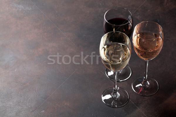 Wijnglazen steen tabel ruimte drinken donkere Stockfoto © karandaev