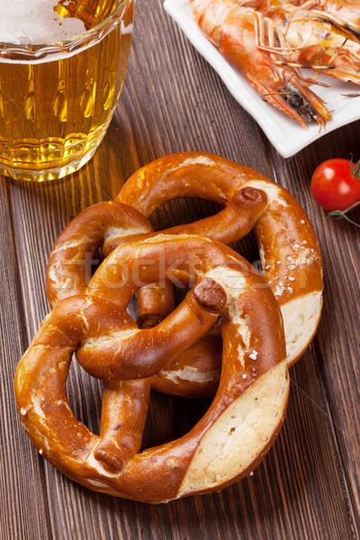 Bretzel bière mug grillés table en bois mer Photo stock © karandaev