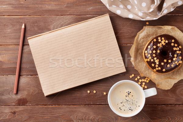Notepad tatlı çörek kahve ahşap masa üst görmek Stok fotoğraf © karandaev