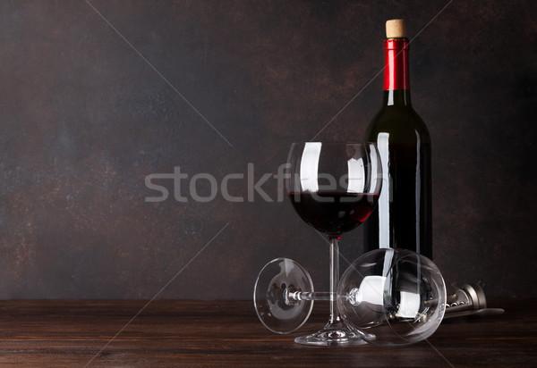 Vino rosso bottiglia occhiali lavagna muro copia spazio Foto d'archivio © karandaev