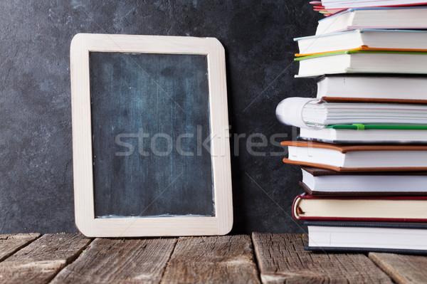 Zdjęcia stock: Kredy · pokładzie · powrót · do · szkoły · kopia · przestrzeń · działalności · książki