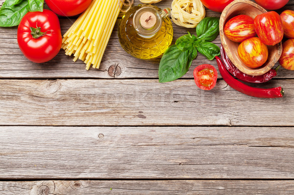 İtalyan gıda pişirme domates fesleğen spagetti makarna Stok fotoğraf © karandaev