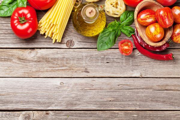Nourriture italienne cuisson tomates basilic spaghettis pâtes Photo stock © karandaev