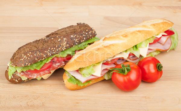 Foto stock: Fresco · sanduíches · carne · legumes · tomates · mesa · de · madeira