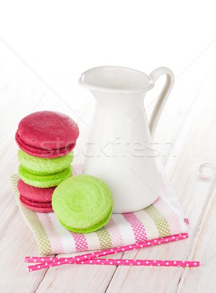 Colorido macarons blanco mesa de madera fondo Foto stock © karandaev