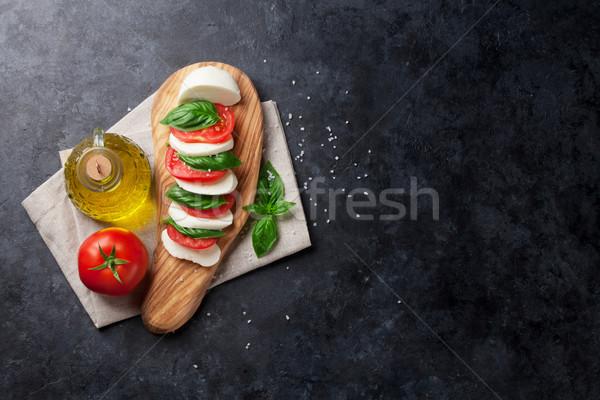 Foto stock: Ensalada · caprese · mozzarella · tomates · albahaca · queso · hierba
