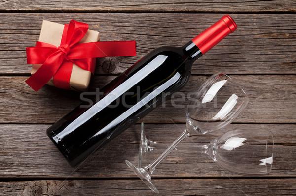 Wino czerwone butelki szkatułce drewniany stół walentynki kartkę z życzeniami Zdjęcia stock © karandaev