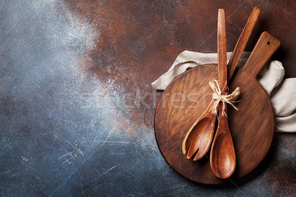 Klasszikus konyha kellékek vágódeszka főzés felső Stock fotó © karandaev