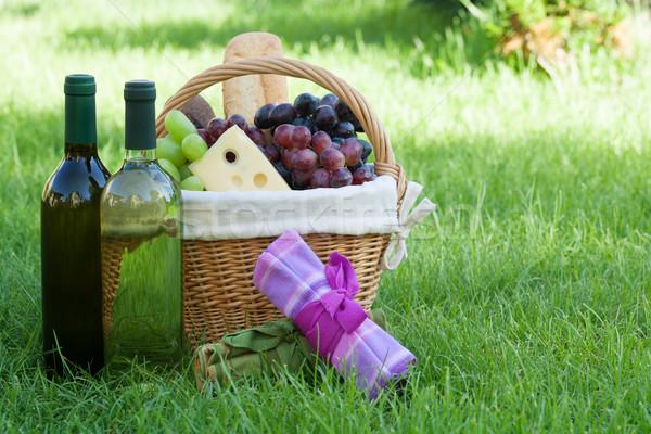 Açık piknik sepeti şarap çim ekmek peynir Stok fotoğraf © karandaev
