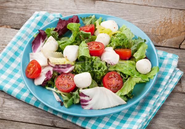 Frescos saludable ensalada tomates mozzarella mesa de madera Foto stock © karandaev