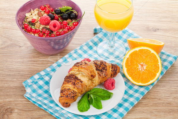 Saudável café da manhã muesli suco de laranja croissant Foto stock © karandaev