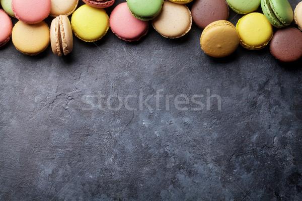 Coloré pierre table sweet macarons haut Photo stock © karandaev