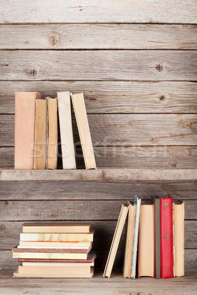 Starych książek półka ściany Zdjęcia stock © karandaev