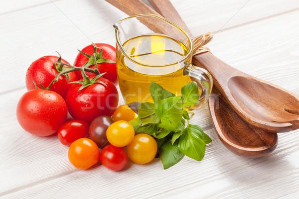 Fresco colorido tomates manjericão azeite branco Foto stock © karandaev