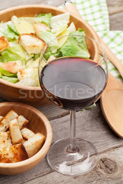 Vers gezonde caesar salade rode wijn houten tafel voedsel Stockfoto © karandaev