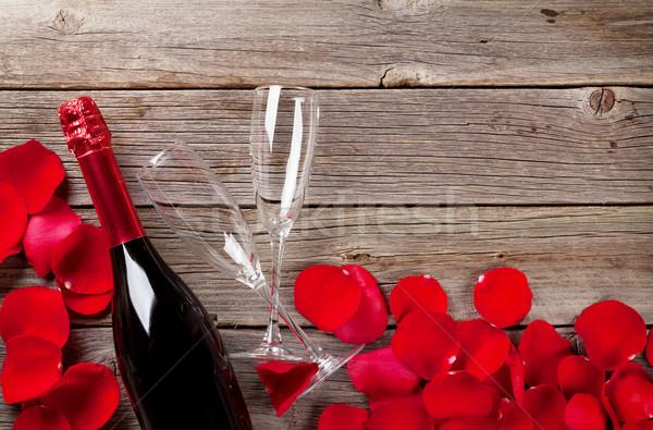 Pezsgő rózsaszirmok fából készült esküvő szeretet fa Stock fotó © karandaev
