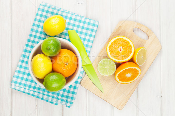Agrios frutas naranjas mesa de madera naturaleza Foto stock © karandaev