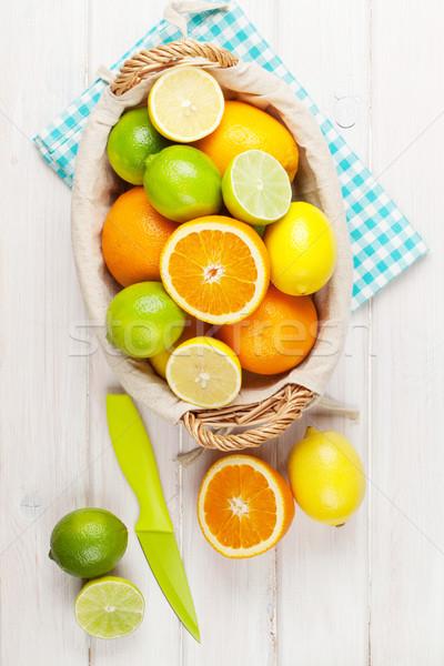 Cytrus owoce pomarańcze cytryny drewniany stół charakter Zdjęcia stock © karandaev