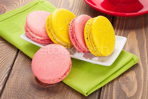 Renkli macaron kurabiye fincan kahve ahşap masa Stok fotoğraf © karandaev