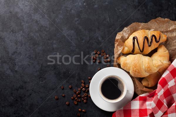 świeże rogaliki kawy kamień tabeli górę Zdjęcia stock © karandaev