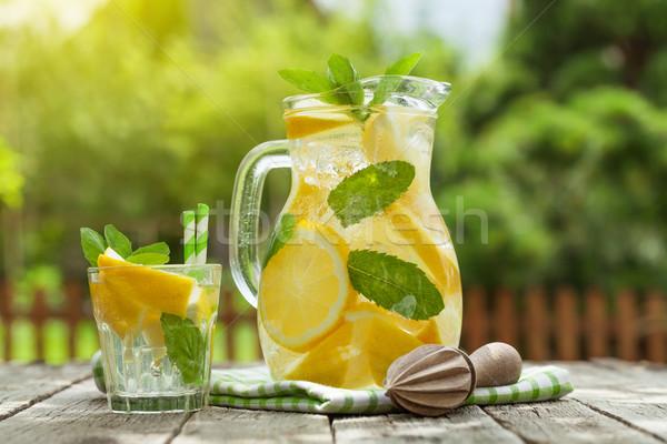 Foto stock: Limonada · vidro · limão · de · gelo · jardim