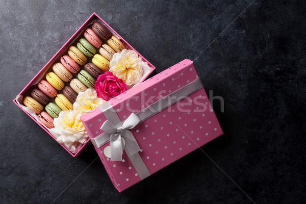 Renkli tatlı macarons çiçekler taş tablo Stok fotoğraf © karandaev
