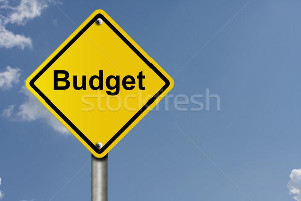 Waarschuwing budget amerikaanse verkeersbord hemel exemplaar ruimte Stockfoto © karenr