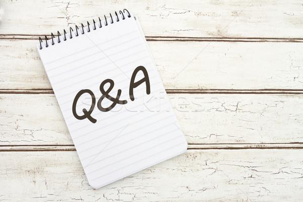 Kérdések válaszok spirál jegyzettömb szavak papír Stock fotó © karenr