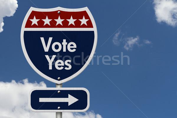 Amerikan oy evet karayolu yol işareti kırmızı Stok fotoğraf © karenr