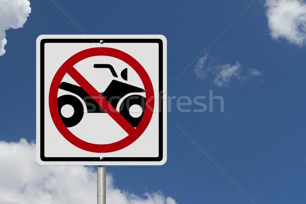 Nem megengedett amerikai jelzőtábla égbolt szimbólum Stock fotó © karenr