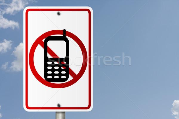 Geen mobiele telefoons rijden amerikaanse verkeersbord hemel Stockfoto © karenr