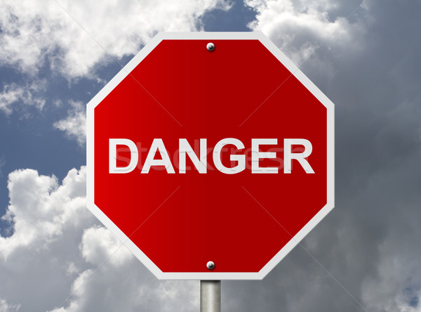 Senal de stop palabra peligro americano carretera nubes Foto stock © karenr