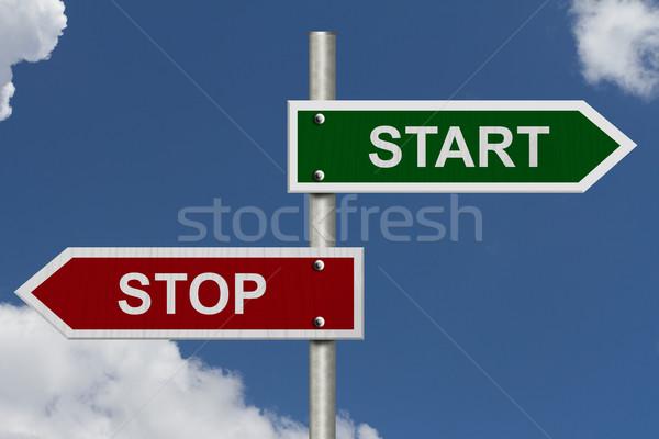 Durdurmak başlatmak kırmızı yeşil sokak işaretleri Stok fotoğraf © karenr