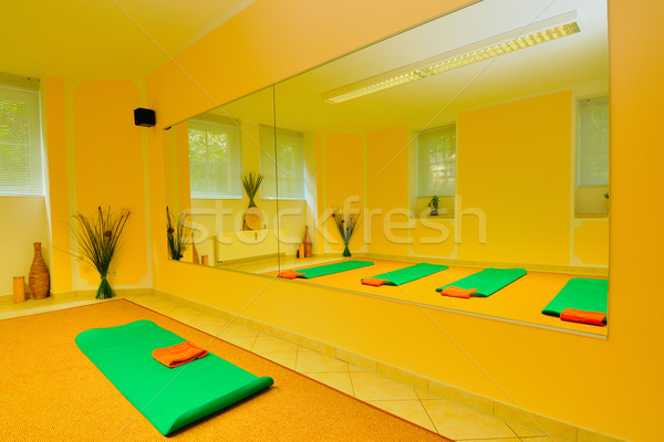 Yoga chambre gymnase vert détendre étage Photo stock © karin59