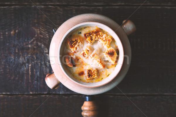 Cipolla zuppa ceramica pot tavolo in legno top Foto d'archivio © Karpenkovdenis