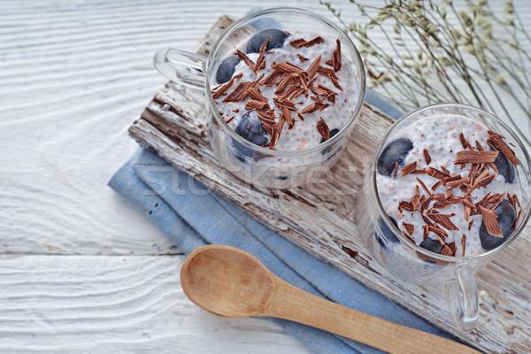 Puding szőlő csokoládé pelyhek fehér fa asztal Stock fotó © Karpenkovdenis