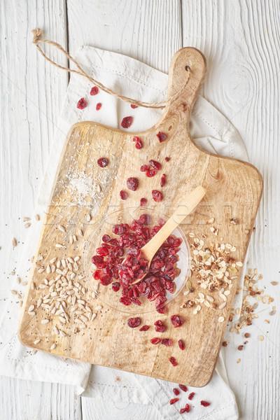Getrocknet Preiselbeeren Getreide weiß Holztisch top Stock foto © Karpenkovdenis