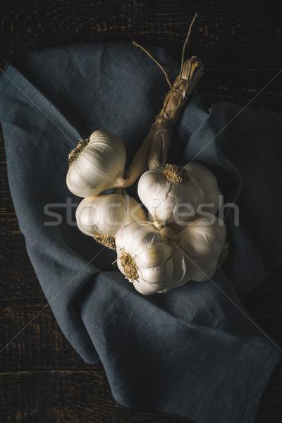 Sarımsak peçete ahşap masa dikey gıda Stok fotoğraf © Karpenkovdenis