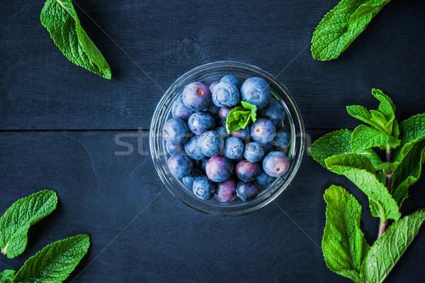 ブルーベリー ガラス ボウル 青 木製のテーブル ミント ストックフォト © Karpenkovdenis